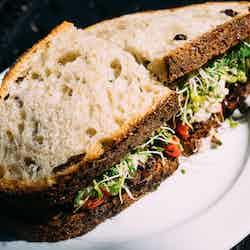 Tomat och avokado sandwich