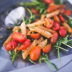 Penne med ruccola och tomater