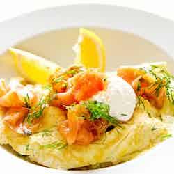 Omelett med lax och romtopping