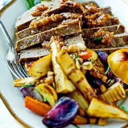 Modern köttfärslimpa med ugnsrostade rotsaker
