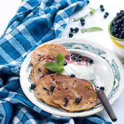 Pannkakor med blåbär och havregryn